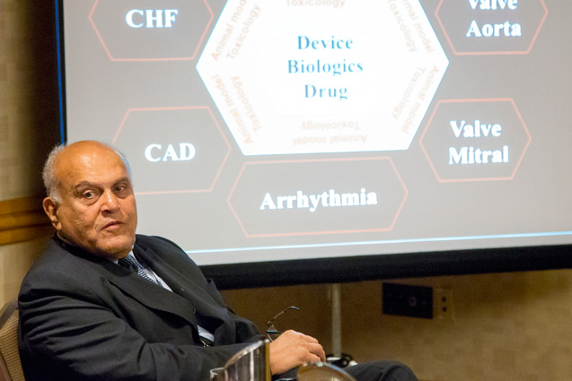 Professor Sir Magdi Yacoub addresses the ISCTR Governing Board